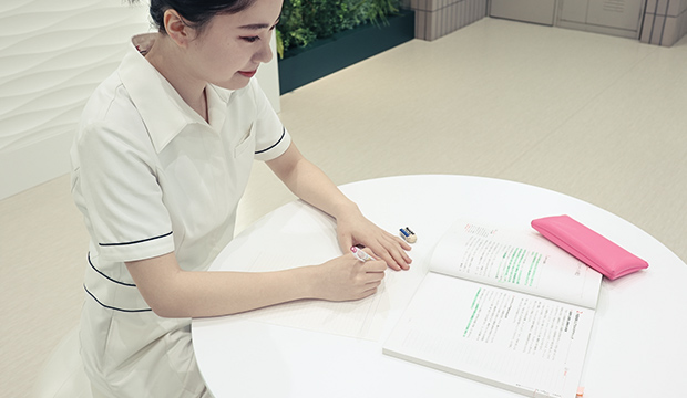志望就職先のサロン研究、就職試験対策